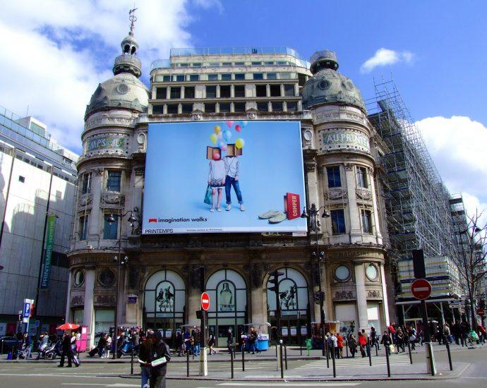 Konstrukcje pod reklamy wielkoformatowe nowoczesną formą reklamy